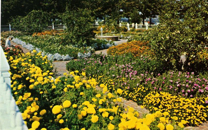 125. Prescott Park Memorial Gardens 2 1981_Front.jpg